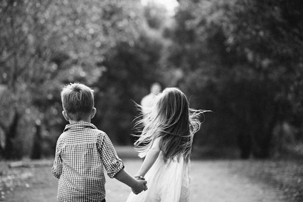 Little Kids Holding Hands Black And White | www.pixshark ...